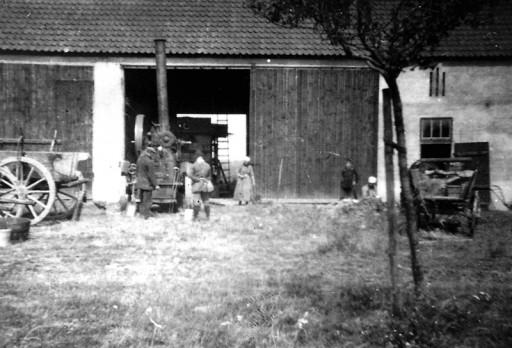 , he_0183, Dreschen in der Feldscheune, um 1917