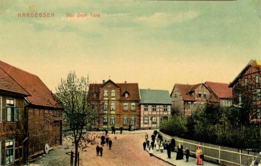 , sch_0159, Vor dem Tore um 1910, 1910