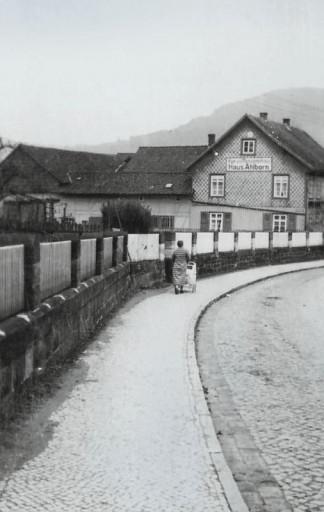 , roll_0012, Vor dem Tore  1951, um 1951